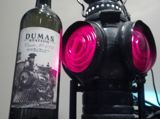dumas-station-wines-train-stoplight