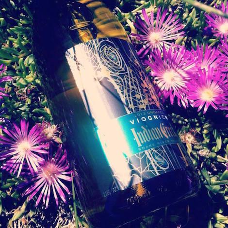 indian-creek-winery-unoaked-viognier-2013-bottle