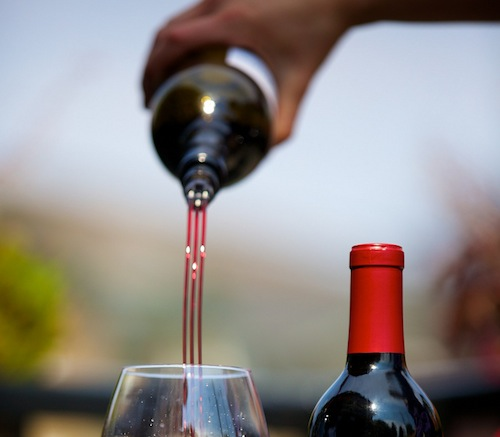 TRIbella is an easy-to-use wine aerator.