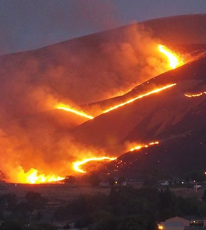 fire threatens washington winery vineyard near red mountain. Black Bedroom Furniture Sets. Home Design Ideas