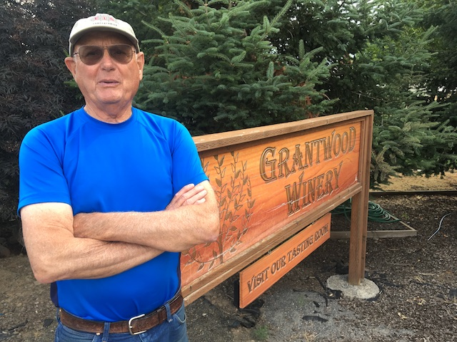 joe-grant-grantwood-winery-sign