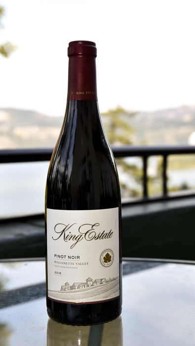 king-estate-pinot-noir-2016-GNI-bottle