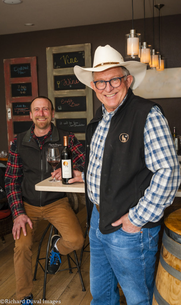justin michaud mike andrews cascadia award 609x1024 - Coyote Canyon Winery uses superb Sangiovese to top 7th annual Cascadia International Wine Competition