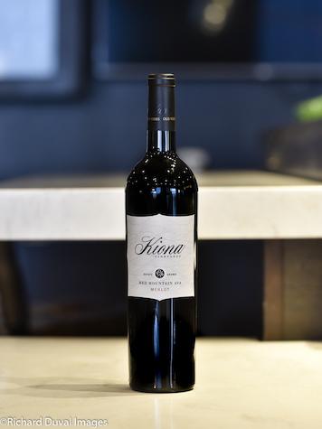kiona-vineyards-merlot-2015-bottle-cascadia