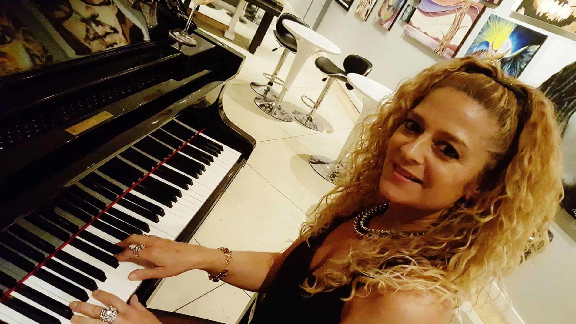 Moni Onli piano 2 - Monica Tracey – Piano Bar – 05/01/2020
