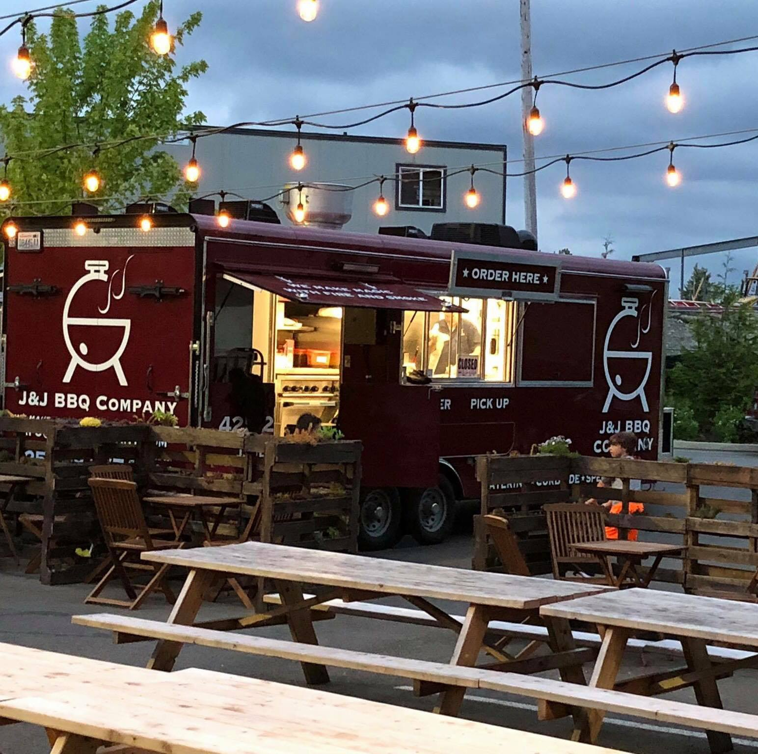JJ BBQ 1 qWC2ig.tmp  - Thirsty Thursday ~ Guest Food Truck and $8 Glass Specials