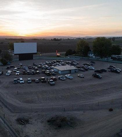 parma motor vu drive in theater kade andrews photography courtesy idaho wine commission 420x470 - 5 Idaho wineries to pour at drive-in theater