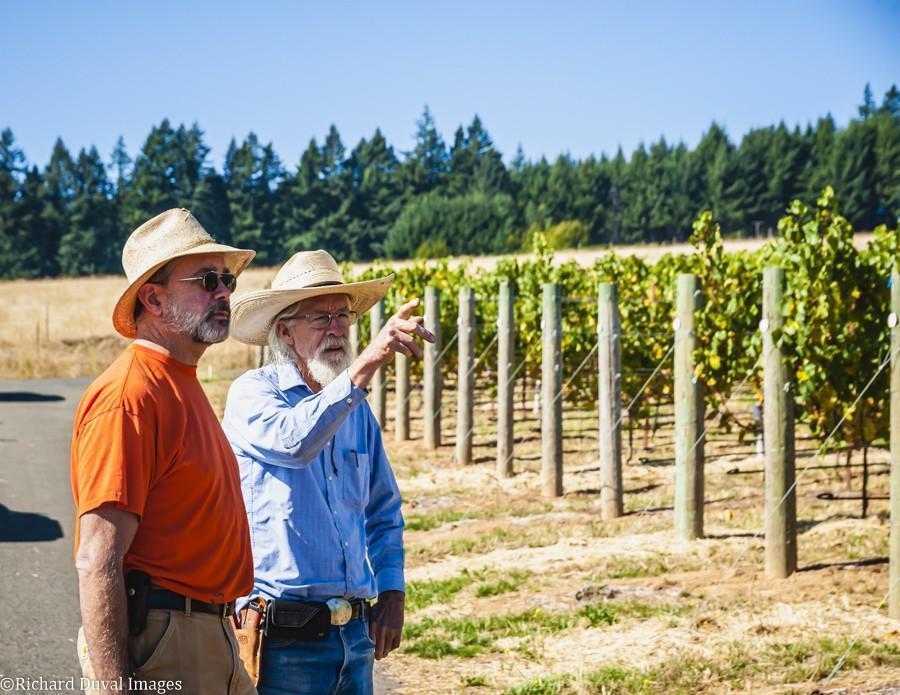 tony dollar mark fahey celilo vineyard 10 05 20 4540 richard duval images - VineLines Dispatch: A Gorgeous look at harvest
