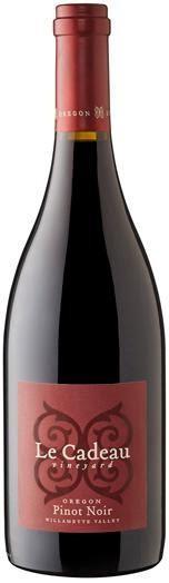 le-cadeau-vineyard-red-label-pinot-noir-nv-bottle